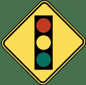 señal de tráfico por delante